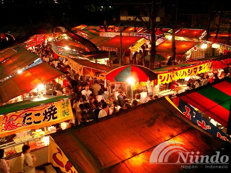 10 Makanan dan Jajanan Populer yang Perlu Kamu Coba Saat Ada Festival di Jepang