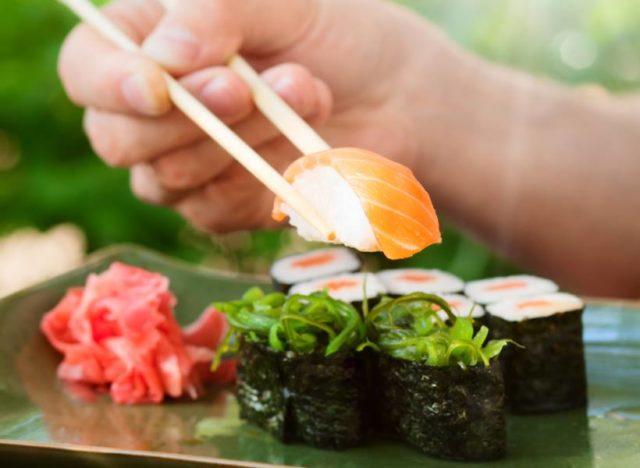 14 Kesalahan Paling Umum yang Dilakukan Saat Makan Masakan Jepang