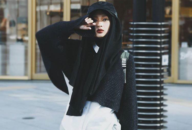 gaya-hijab-jepang-kekinian-ala-selebgram-rahmalia-aufa-yazid